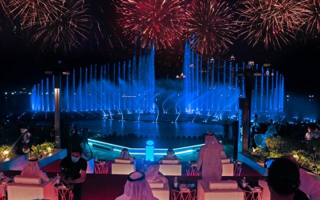 الصورة: أكبر نافورة في العالم تشعّ ببريق دبي وطموحها