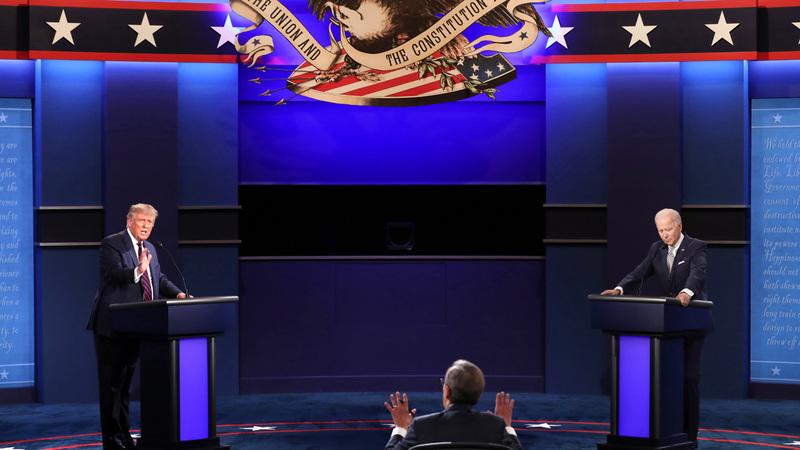 تركزت المناظرة في بدايتها على الجائحة ثم تحول الأمر إلى اشتباك بشأن ما إذا كان أي من المرشحين لديه علاقات خارجية غير قويمة.  أ.ب