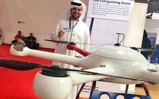 الصورة: 5 مواطنين يبتكرون طائرة بدون طيار لإطفاء الحرائق