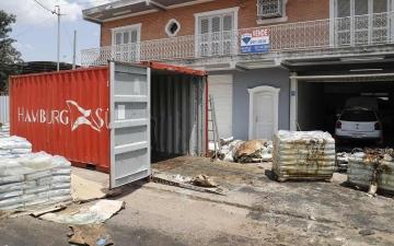 الصورة: العثور على 5 جثث متحللة بشحنة أسمدة في باراجواي