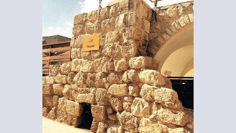 آثار رومانية تاريخية باقية في خربة زنوتا الأثرية.  الإمارات اليوم