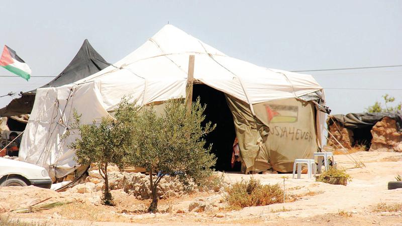 مغر وكهوف طبيعية وخيام مأوى سكان زنوتا. الإمارات اليوم