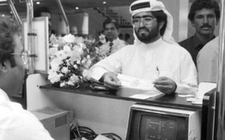 """الصورة: بالفيديو والصور.. حامل التذكرة رقم 1 يسرد تفاصيل الرحلة الأولى لـ """"طيران الإمارات"""""""