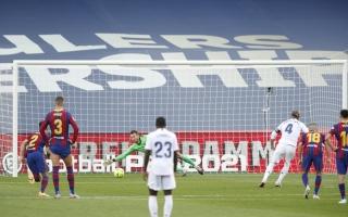 كومان يحدد المسؤول المباشر عن الخسارة الثقيلة لبرشلونة أمام ريال مدريد