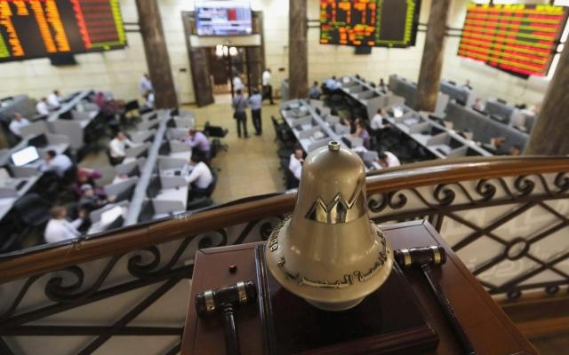 الصورة: سهم في البورصة المصرية يتراجع 6% ويتصدر قيم التداول