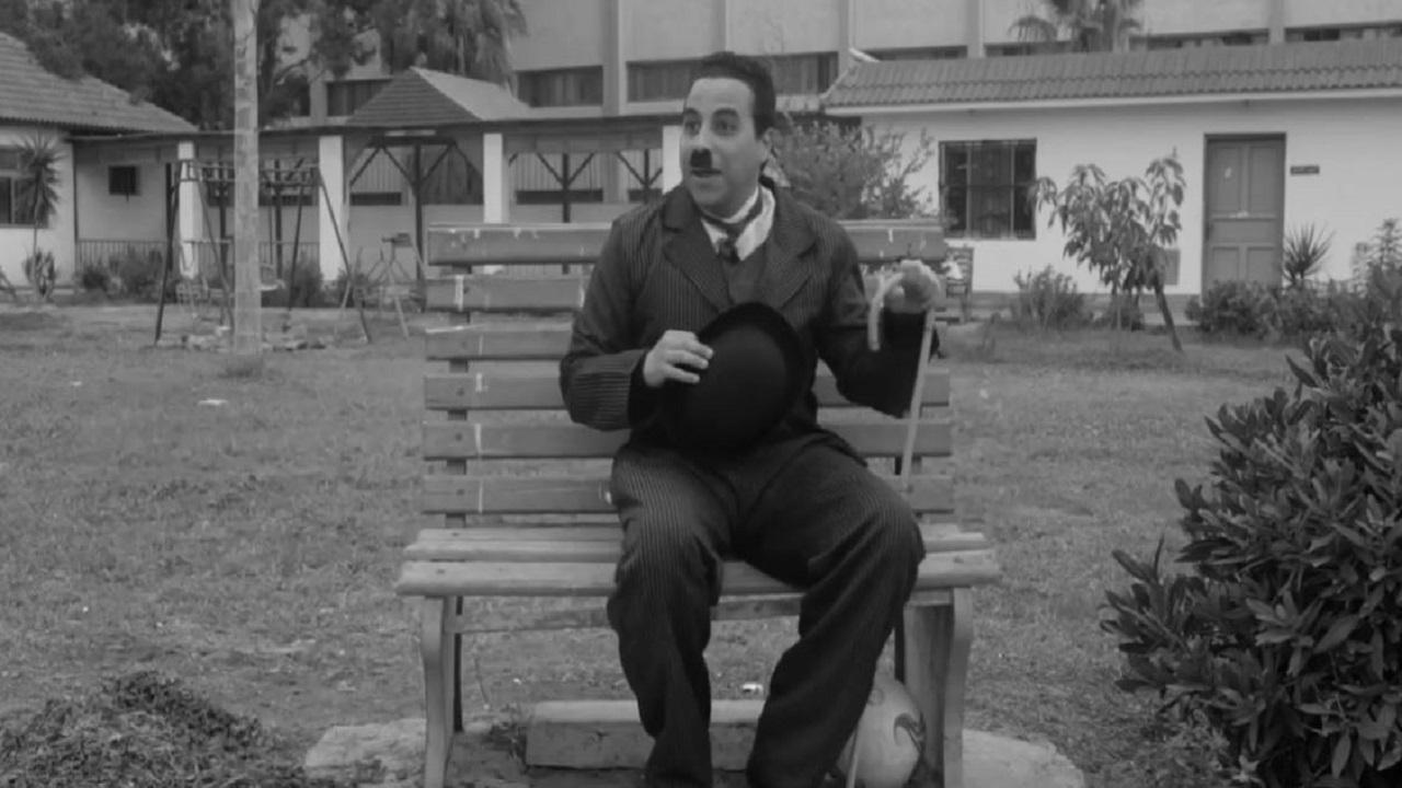 أحمد الشاذلي مصري مولع بزمن السينما الصامتة.  عن مقطع فيديو للفنان على «يوتيوب