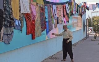 الصورة: صور..عمل فني من ملابس نساء معنفات في كردستان العراق