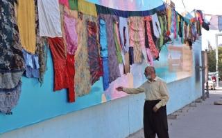 الصورة: عمل فني من ملابس نساء معنفات في كردستان العراق