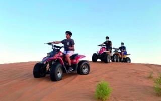الصورة: شرطة أبوظبي تطالب سائقي الدراجات النارية الالتزام بإجراءات السلامة