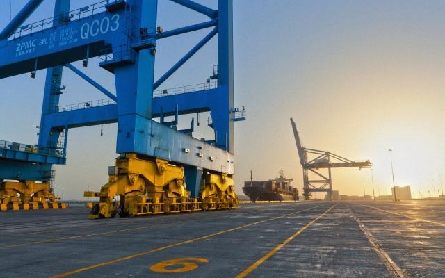 الصورة: 80.2 مليار درهم تجارة أبوظبي غير النفطية خلال 5 أشهر