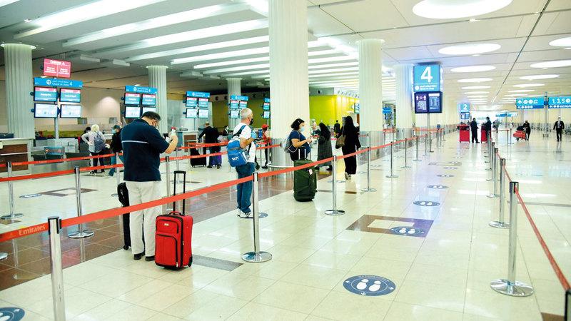 «مطارات دبي» وضعت إجراءات متعدّدة لضمان بيئة آمنة للمسافرين والموظفين.  أرشيفية