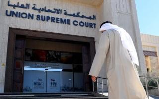 الصورة: 10 آلاف درهم عقوبة متهم «صوّر» رجلاً عارياً في غرفة ملابس