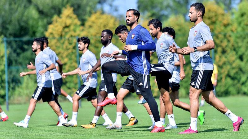 السناني خلال تدريبات سابقة مع المنتخب الوطني.  من المصدر