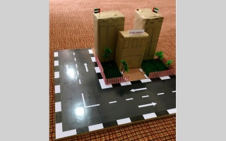 الصورة: 4 طالبات يبتكرن «شرطة آلية» لحوادث السيارات