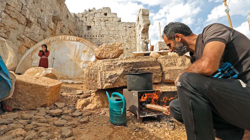 عبدالعزيز الوالد لثلاثة أطفال اختار هذا المكان لضمان راحة البال والابتعاد عن الأماكن المزدحمة.  أ.ف.ب