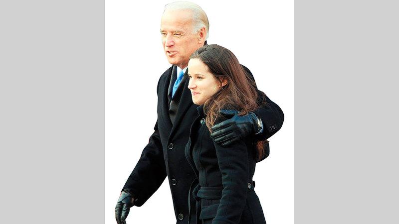 آشلي بصحبة والدها جو بايدن. أرشيفية