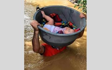 """الصورة: صور مأساوية لأضرار الإعصار """"فامكو"""" في الفلبين"""