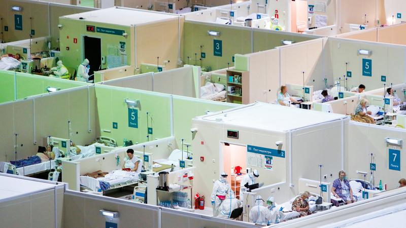 مستشفى مؤقت لعلاج مرضى «كورونا» في العاصمة الروسية.   رويترز