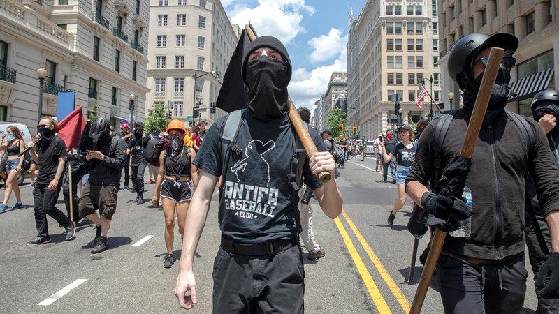 «أنتيفا» و«حياة السود مهمة» تتظاهران ضد ممارسات البيض في واشنطن. غيتي