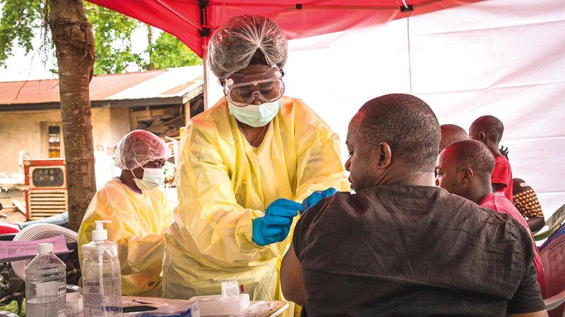 الفرق الطبية بذلت جهوداً كبيرة لتطعيم أكبر عدد من الناس للقضاء على «الفيروس» في الكونغو.  عن مجلة «ساينس»