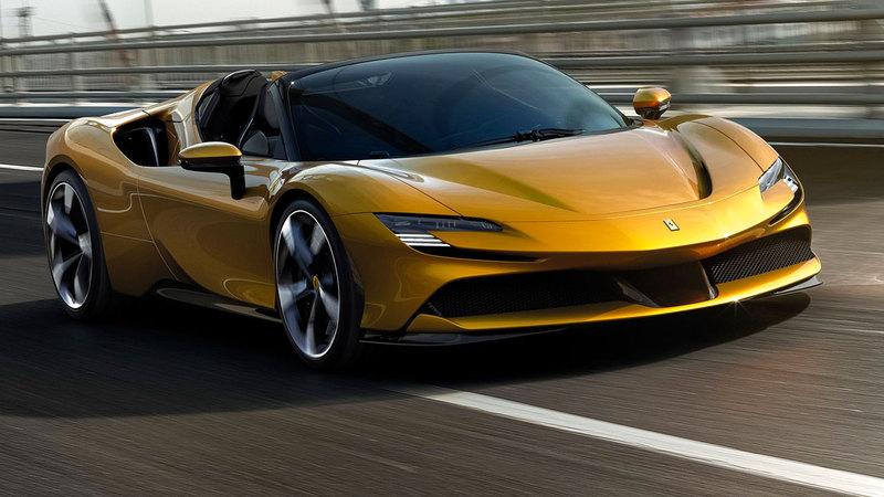 السيارة الجديدة تتمتع بالمواصفات ذاتها المستمدة من «إس إف 90 سترادالي».               ■ من المصدر