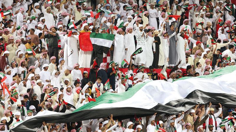 الجماهير تتوق للعودة إلى مدرجات دوري الخليج العربي. ■ تصوير: إريك أرازاس