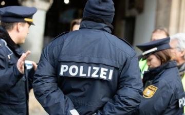 الصورة: سيارة تدهس 3 أشخاص على رصيف للمشاة في ألمانيا