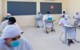 الصورة: «الرياضيات» تغضب طلبة الـ 12 بامتحانات الفصل الأول