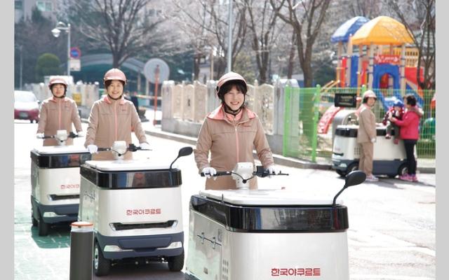 الصورة: «بائعات الزبادي» في كوريا الجنوبية يُدخلن البهجة إلى قلوب زبائنهن
