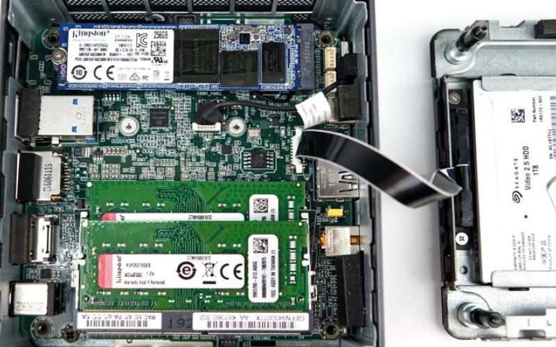 الصورة: «إنتل» تكشف عن وحدة حوسبة معيارية لتصنيع حاسب عالي المواصفات