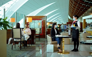 """الصورة: """"طيران الإمارات"""" تعيد فتح صالاتها عبر العالم بدءاً من القاهرة"""