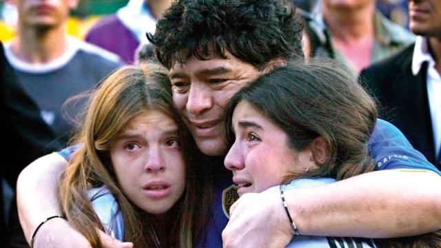 صورة بالفيديو.. موقف إنساني من مارادونا في آخر ظهور قبل وفاته – رياضة – عربية ودولية