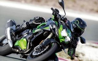 الصورة: «كاوازاكي» تكشف عن دراجتها الجديدة «Z H2 SE»