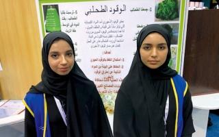 الصورة: طالبتان تبتكران طريقة لتحويل الطحالب إلى وقود حيوي