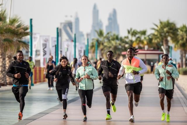 """صورة أكثر من مئة ألف شخص يشاركون في """"تحدي دبي للجري 2020"""" – رياضة – محلية"""