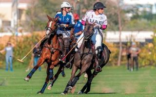 الصورة: ميثاء بنت محمد تقود فريق الإمارات في بطولة اليوم الوطني للبولو