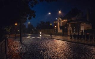 الصورة: بالصور.. إغلاق لندن الثاني يخيم السكون على شوارعها ليلا