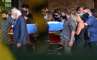 ماذا طلب مارادونا من زوج صديقته قبل وفاته؟