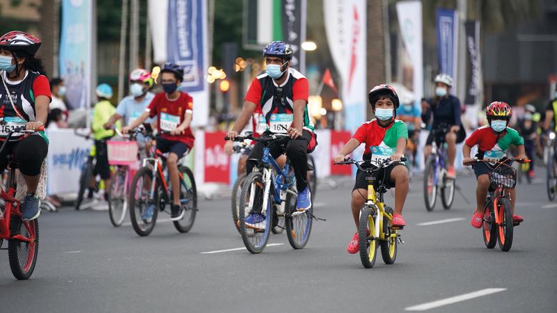 خلال تحدي دبي للدراجات الهوائية تحول شارع الشيخ زايد للمرة الأولى إلى مسار مفتوح لركوب الدراجات. من المصدر