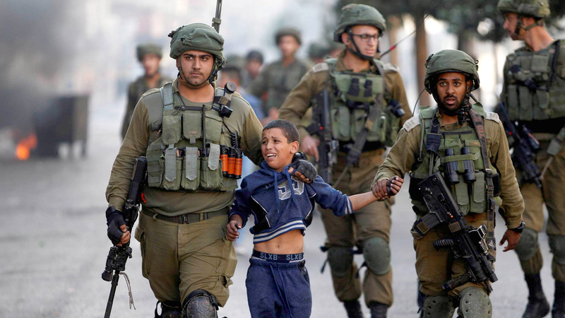 لايزال الأطفال الفلسطينيون يعانون ممارسات قوات الاحتلال.  أرشيفية