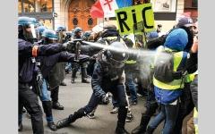 الصورة: ماكرون يريد حماية الشرطة لكسب أصوات الناخبين