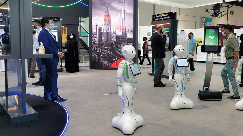 صناعات عديدة طوّرت «روبوتات» يمكنها أداء مهام روتينية تتطلب حداً أدنى من التفاعل البشري. من المصدر