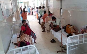 """الصورة: ارتفاع المصابين بـ""""المرض الغامض"""" إلى 340 شخصاً في الهند"""