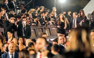 الصورة: محمود ياسين وحسن يوسف يُحرجان «القاهرة السينمائي»