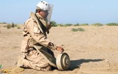 الصورة: تأمين 12 حقل ألغام في 4 محافظات يمنية