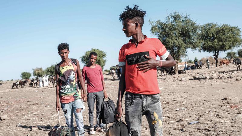 لاجئون إثيوبيون فروا من حرب تيغراي يصلون إلى مركز استقبال حمداييت في السودان.    أ.ف.ب