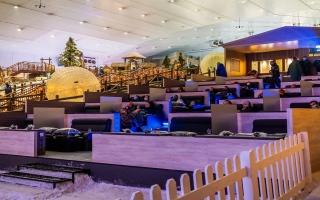الصورة: دبي تضيء شاشة «سينما الثلج» الأولى في المنطقة.. وسط أرض العجائب الشتوية