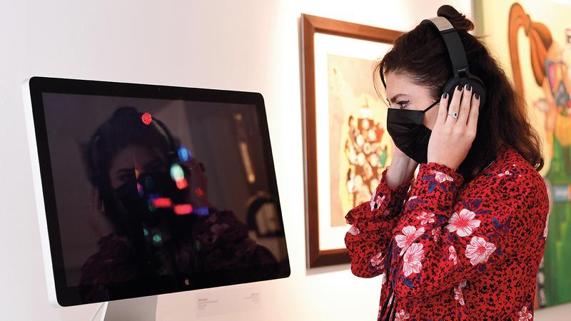 المعرض قدّم أساليب التفاعل مع فيروس كورونا من خلال التجارب الفنية والشخصية.  تصوير: باتريك كاستيللو