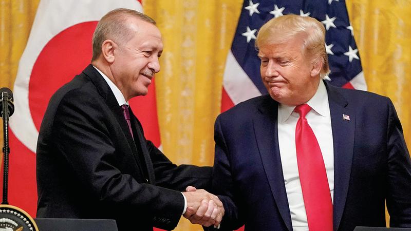 الرئيسان التركي والأميركي أثناء مشاركتهما في قمة «الناتو» ببروكسل 2018.  رويترز