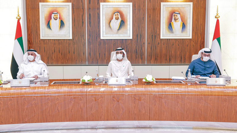 محمد بن راشد خلال ترؤسه اجتماع مجلس الوزراء.   وام